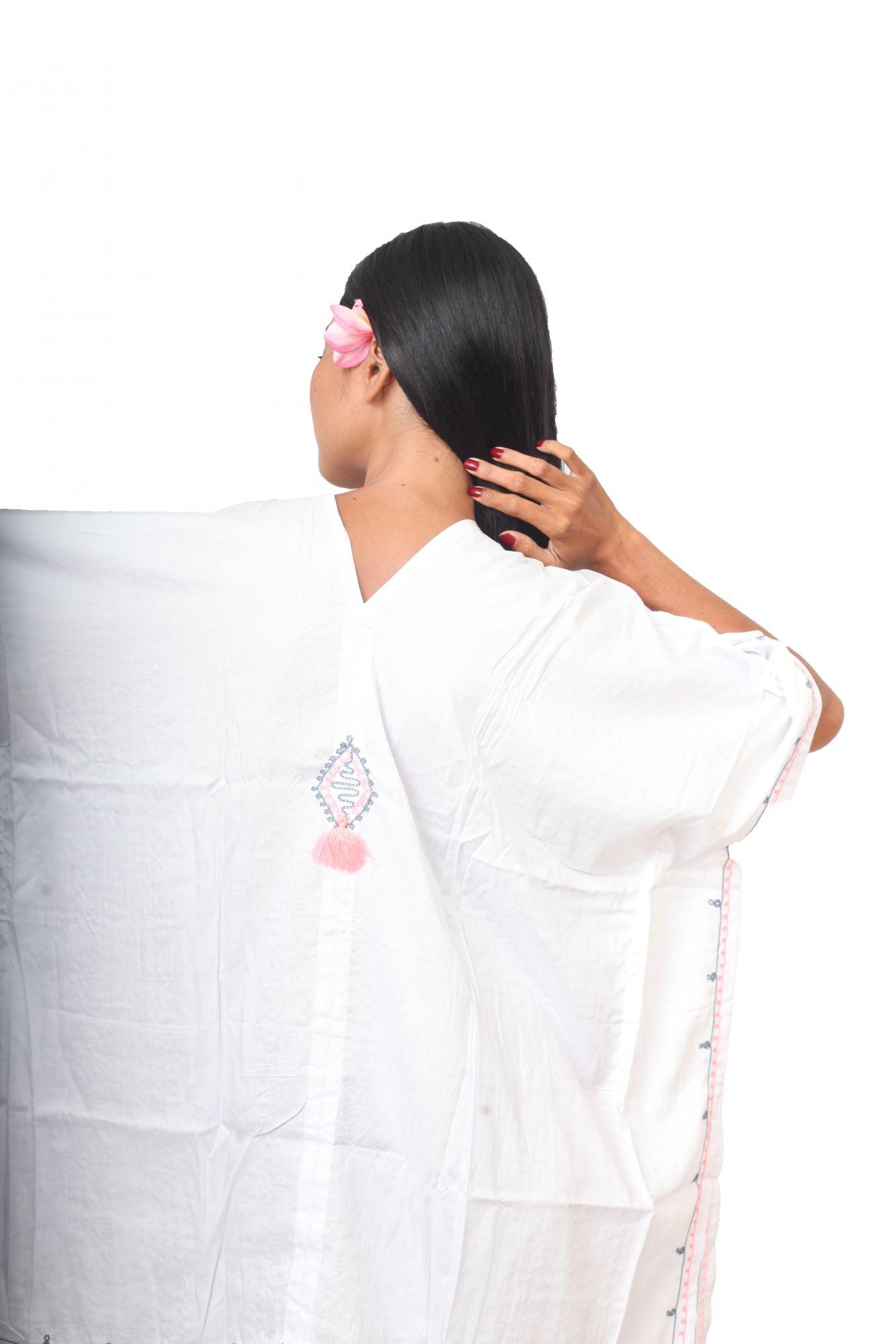 Robe ample d\'été brodée blanche
