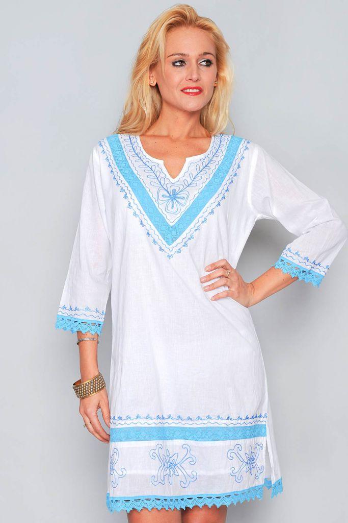 Robe d\'été blanche et bleu turquoise
