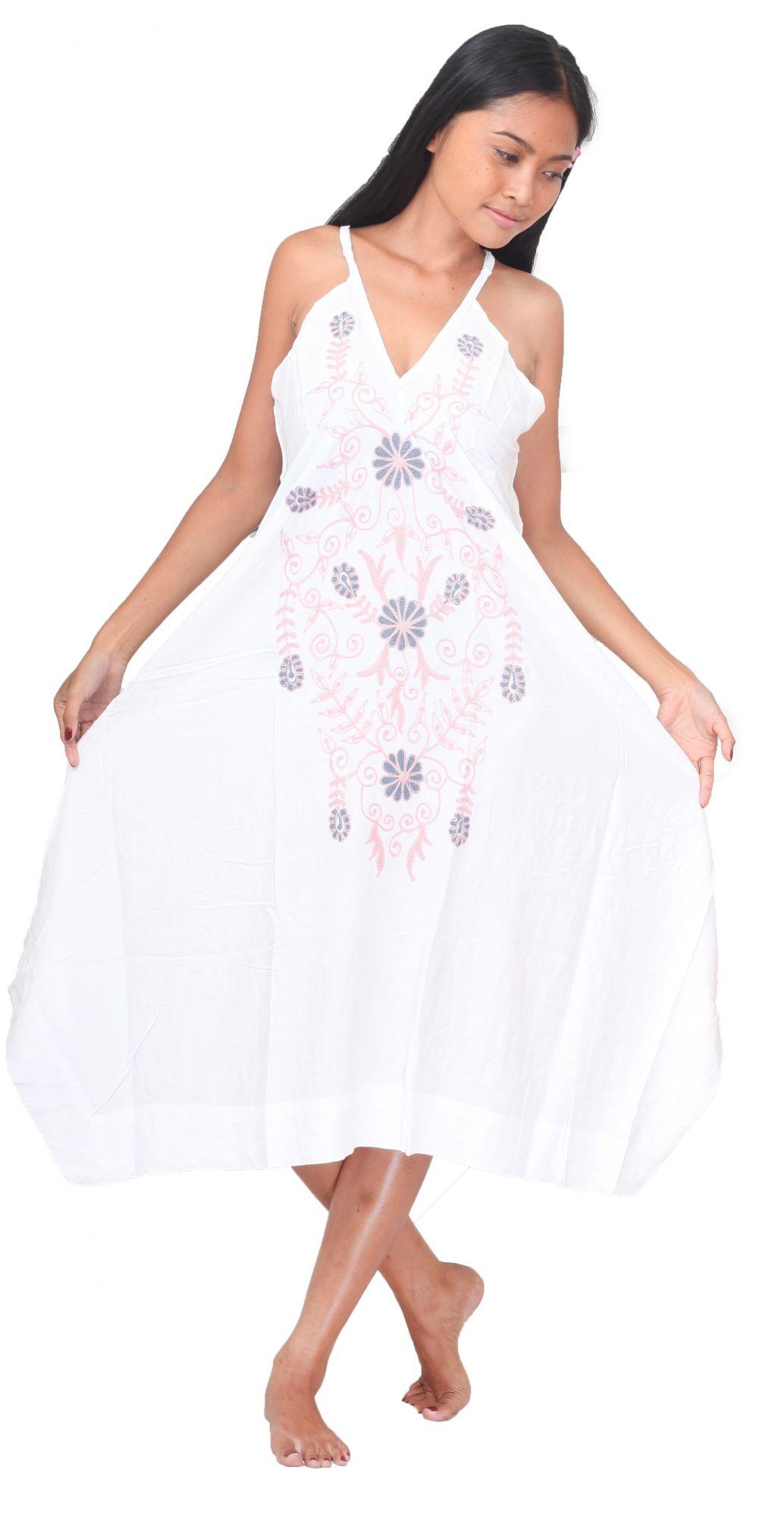 Robe de plage blanche avec borderie fleuris