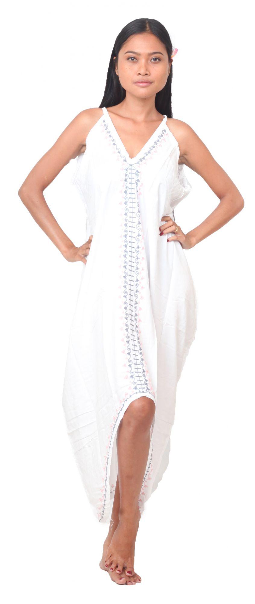 Robe longue ethnique blanc avec broderies